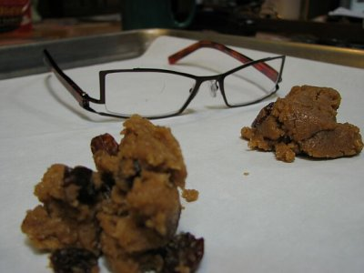 Spicy raisin cookies.