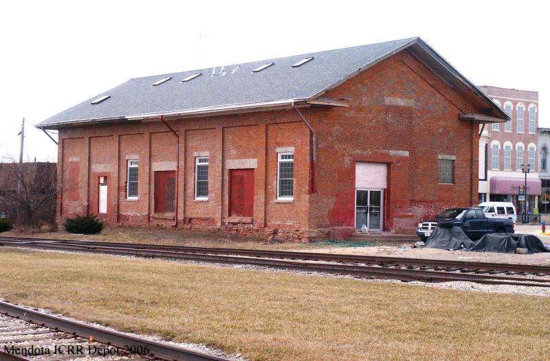 Illinois Central Depot, trackside, Mendota, Illinois.jpg