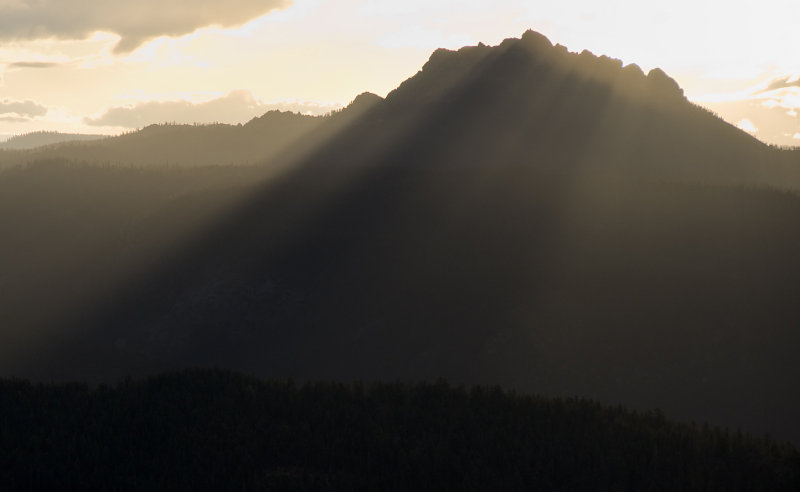 Sierra Buttes w  Morning Rays
