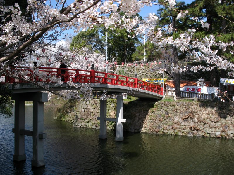 Shinkyō-bashi over the old castle moat