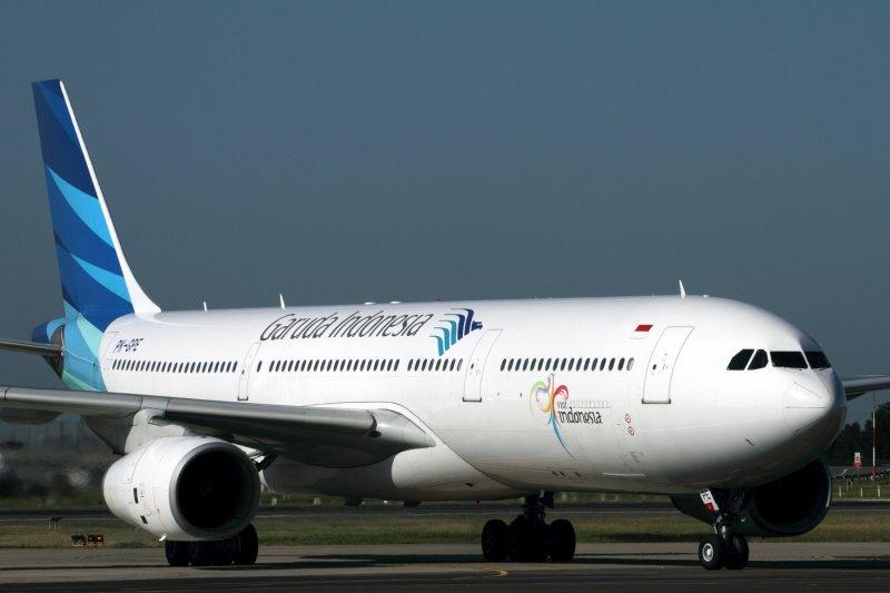 GARUDA INDONESIA AIRBUS A330 300 SYD RF IMG_0209.jpg