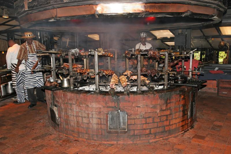 Déjeuner au restaurant Le Carnivore à Nairobi