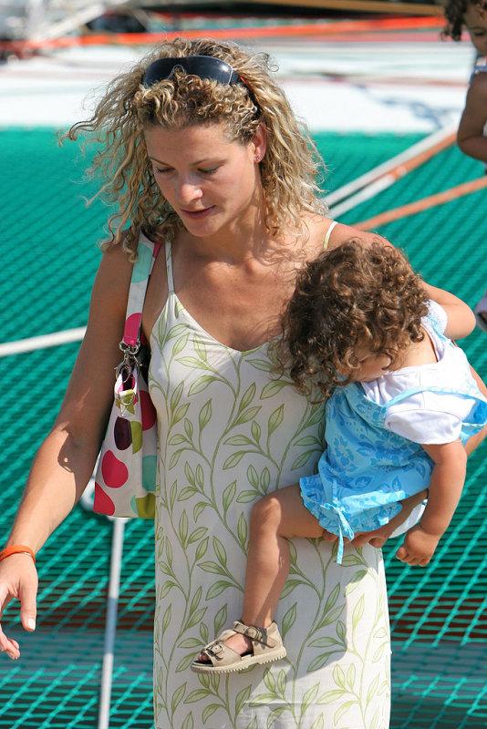 La femme de Franck Cammas avec une de leurs deux filles