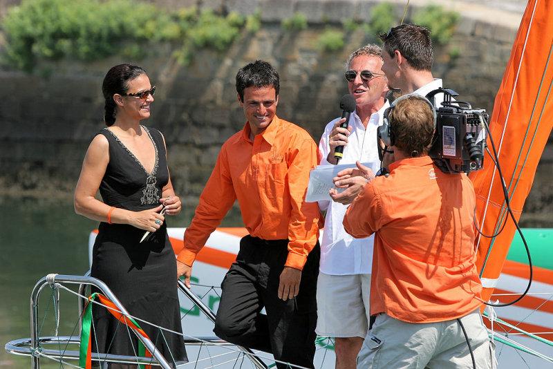Isabelle Giordano a coupé le ruban aux couleurs du Groupama 3 !