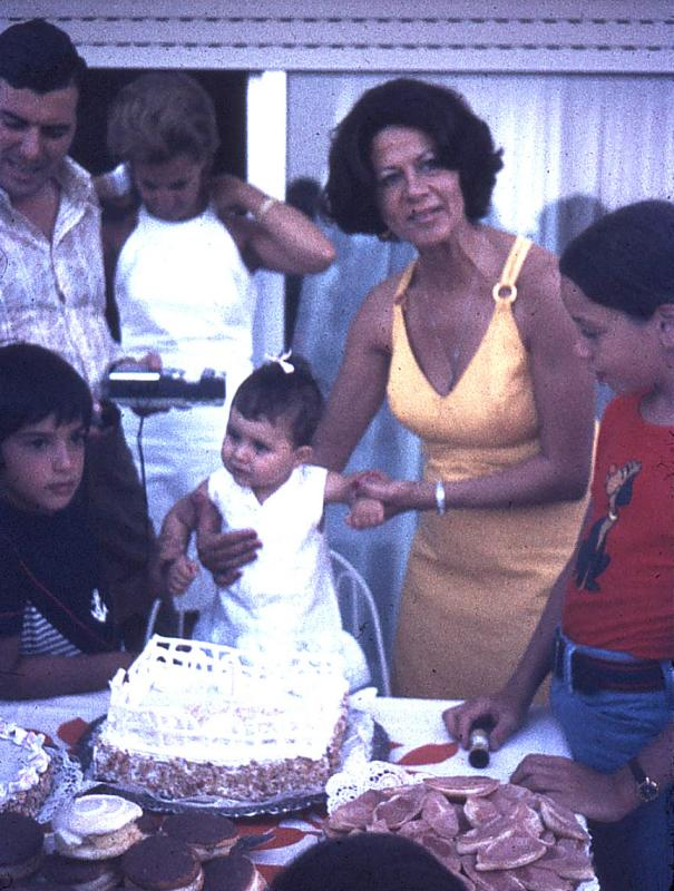 My sister Georgias 1st birthday party (2-Aug-1972)