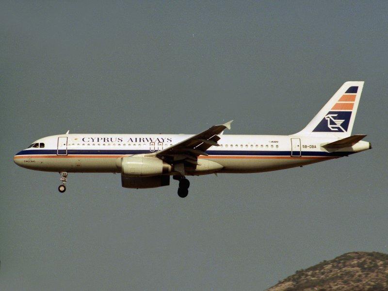 Airbus A-320 5B-DBA