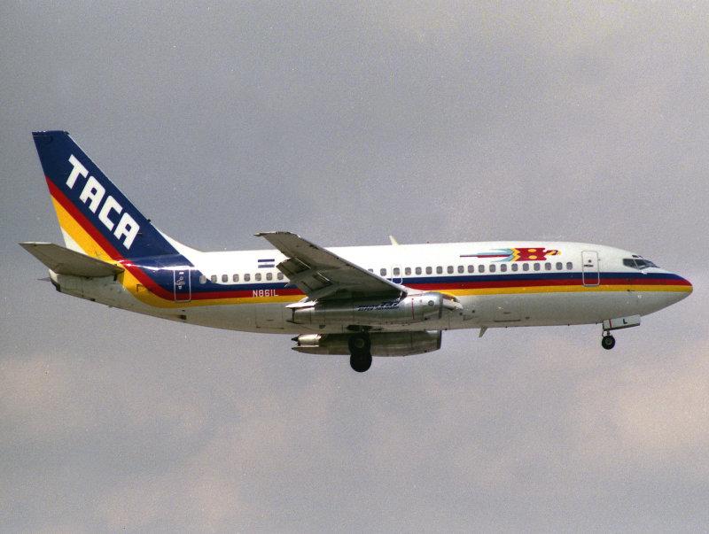 B737-200 N861L