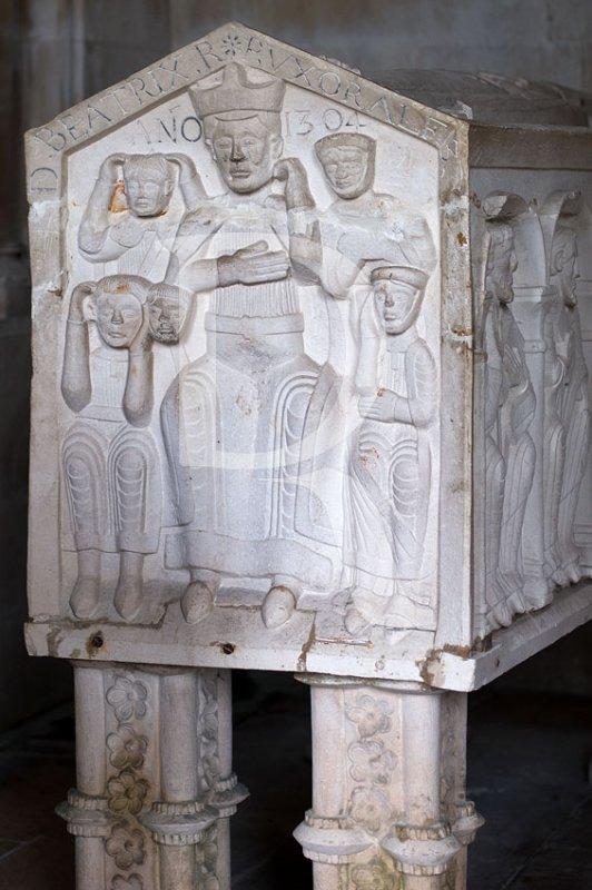 D. Beatriz, Rainha de Portugal, Esposa de Afonso III - Ano de 1304