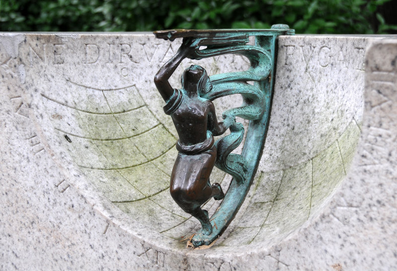 Sundial at 72nd & 5th Avenue Entrance