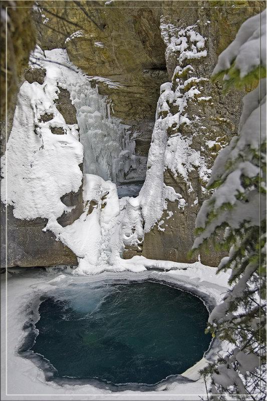 Johnston canyon full lower falls.jpg