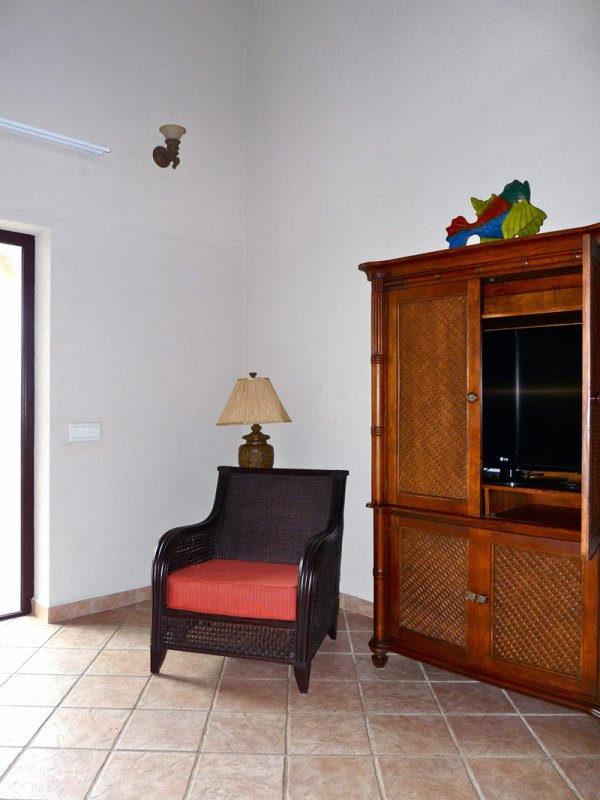 Open concept spacious & well furnished