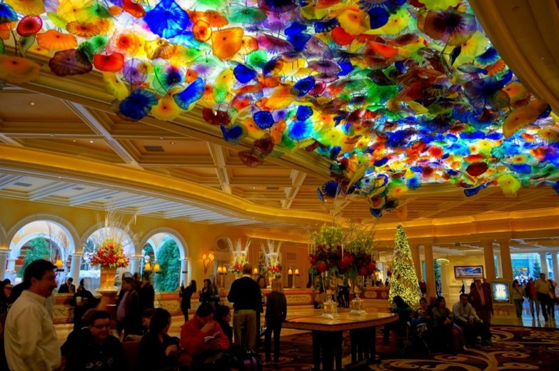 Bellagio Front Desk and Dale Chihuly Glass Sculpture