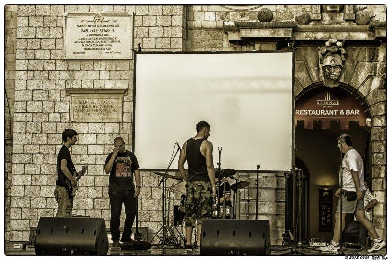 0609 298 Dubrovnik - What No microphone.jpg