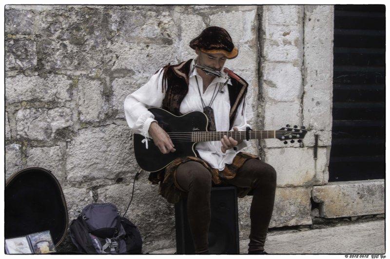 0612 043 Dubrovnik - Street Artist.jpg