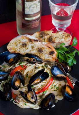 Spaghetti with Mussels: Spaghetti con Mitili