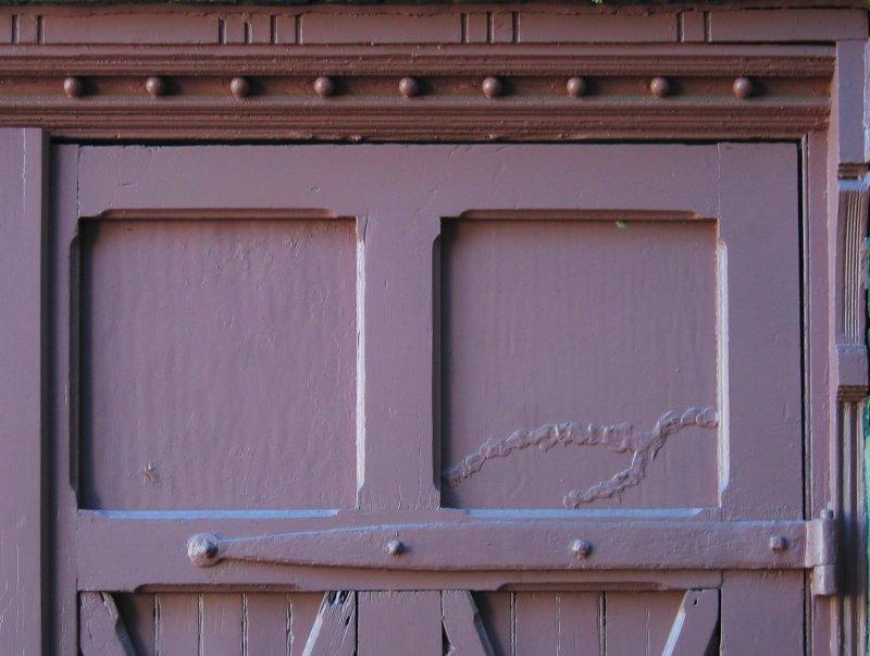 Purple doors on Green Lane<br>3476