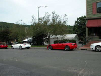 Drivers lining up (2).JPG