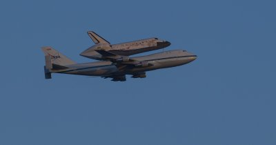 Space Shuttle Discovery on the SCA