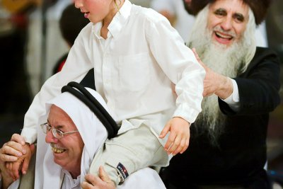 Hajj Ibrahim dances with Rabbi Froman
