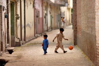 Children playing amidst Pabbis alleys