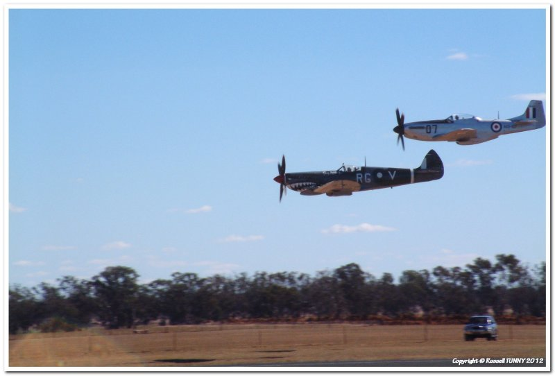 Spitfire n Mustang Low Level Pass