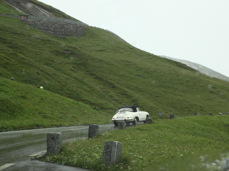 another surprise: a Porsche 356 club passes on their way to Bad Ischl