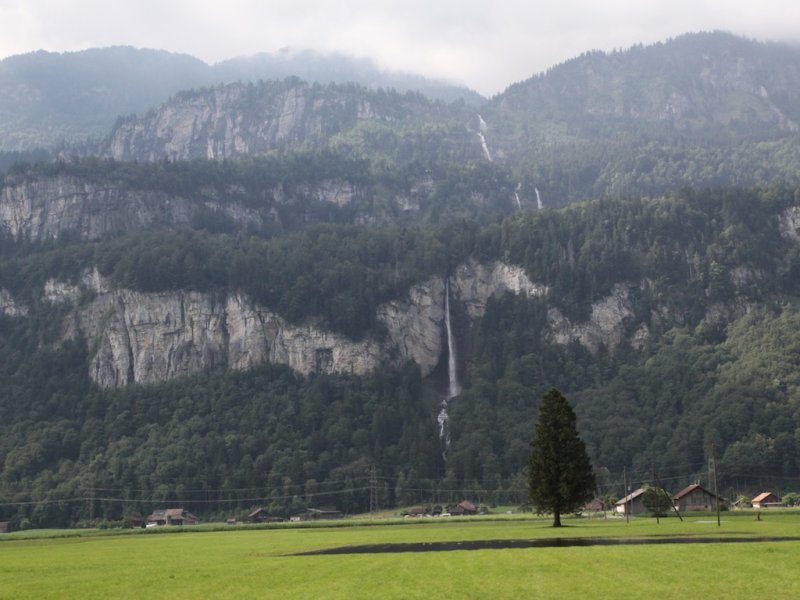 after the rain in the Bernese Highlands, water is flowing everywhere
