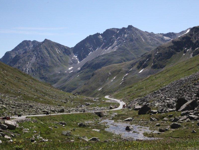 climbing up toward the Flüela Pass...