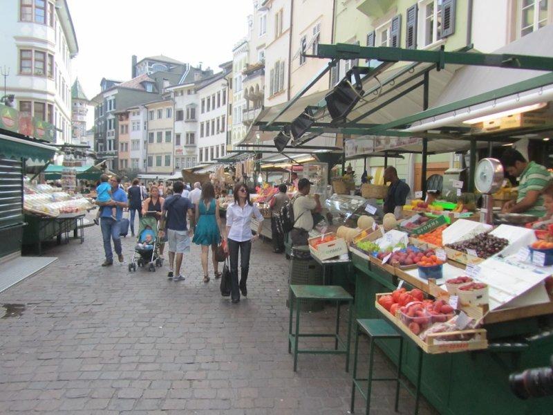 the produce market at Piazza delle Erbe