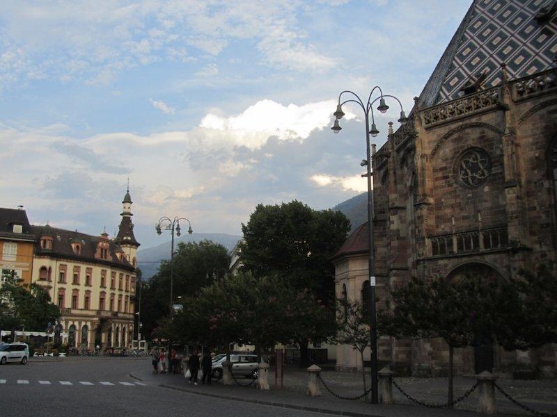 back toward the cathedral, at dusk