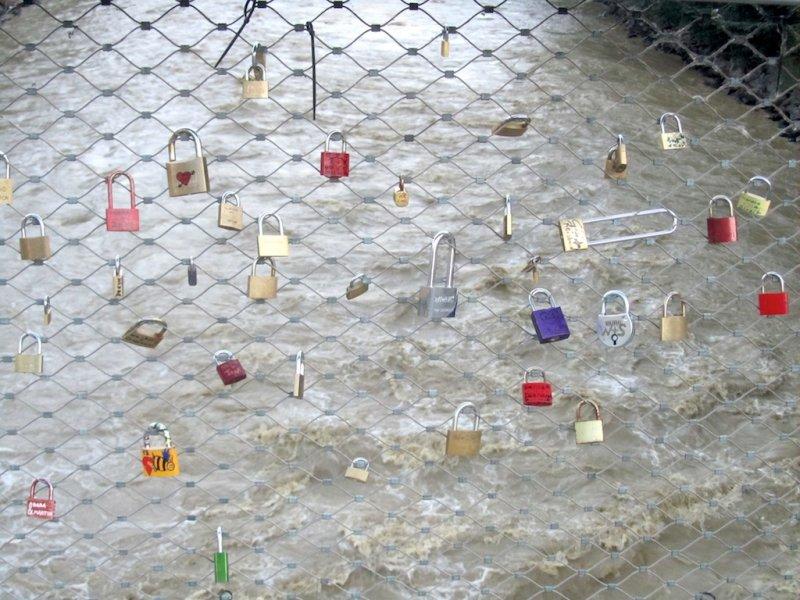 crossing the Mur again, a bridge with love locks