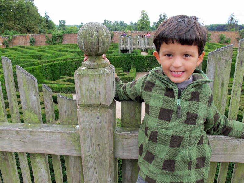 Tackling the Blenheim Palace hedge maze