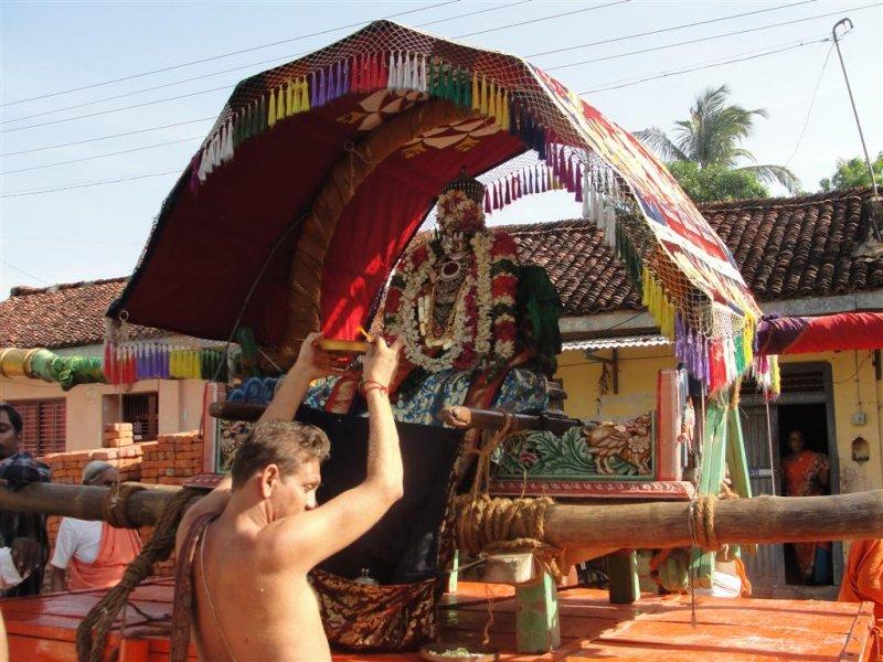 Nathamunigal  During Purappadu.JPG