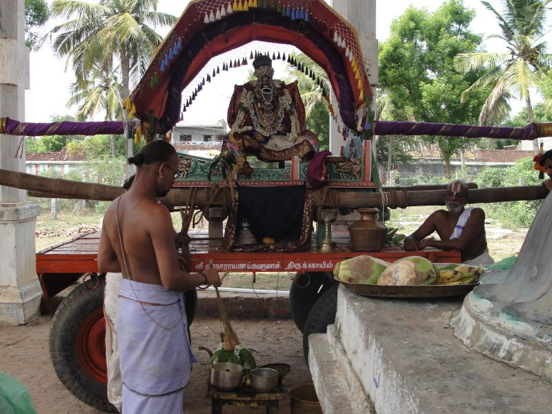 Swami during Theerthavaari.JPG