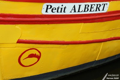 Red & yellow boat / Bateau rouge & jaune