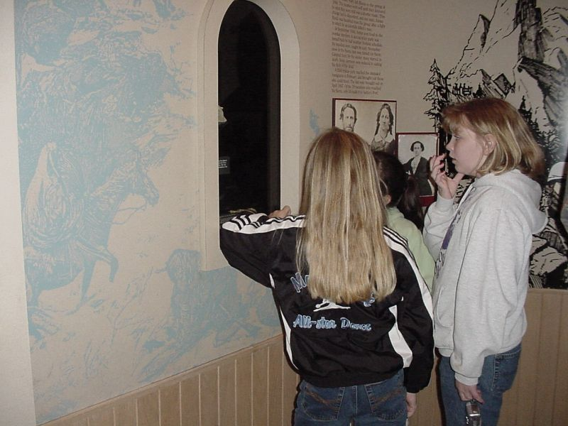 Some students peering in to look at Patty Reeds Doll.