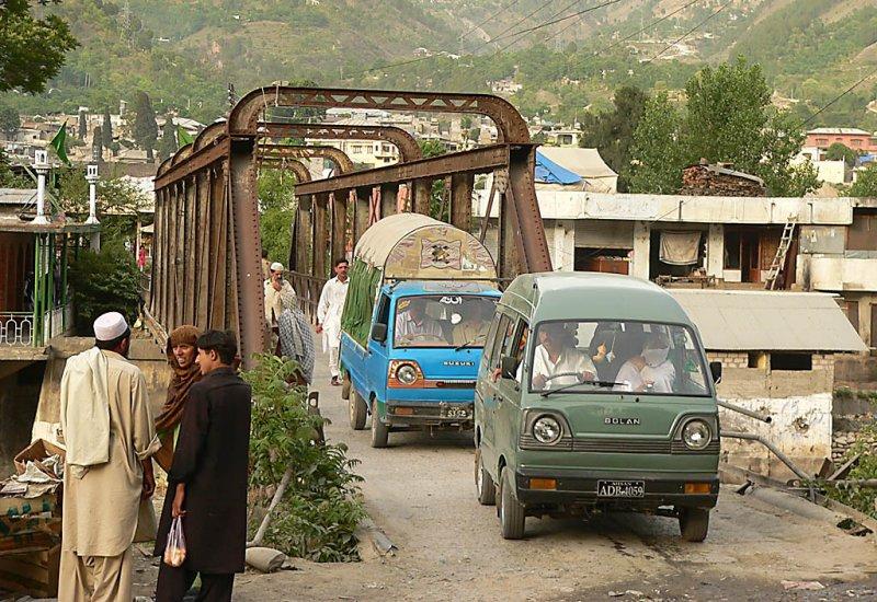 The narrow bridge at Garhi Habibullah - P11605403.jpg