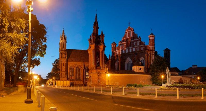 Lithuania, Vilnius, St. Annes Church and Bernardine Church