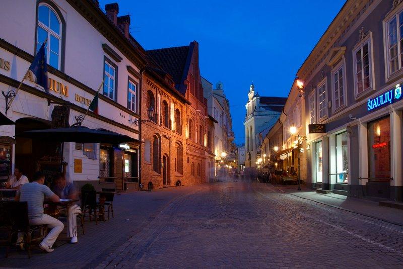 Lithuania, Vilnius, Pilies street at night