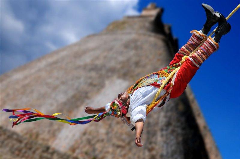 Wonder Voladores in Uxmal