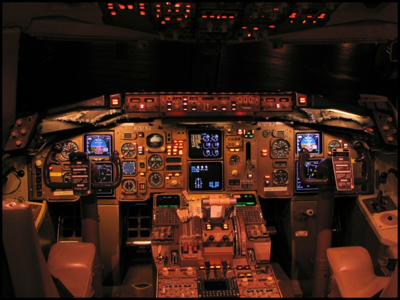 Pace Airlines Boeing 757-236 (N757BJ) Cockpit