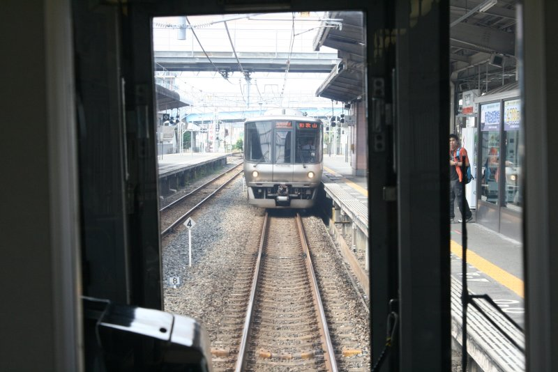 在 JR 京橋轉車,�到一�特快車往機場