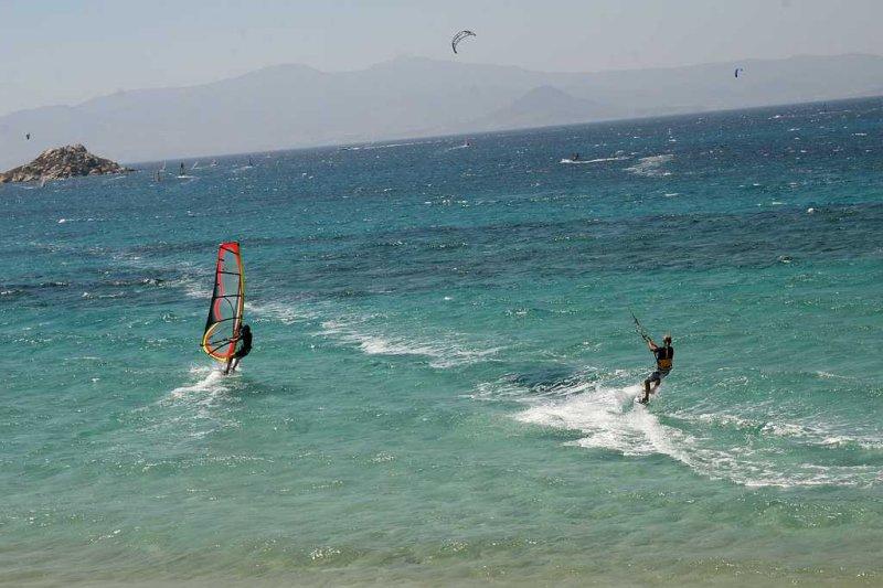 Kitesurfer vs Windsurfer burnup