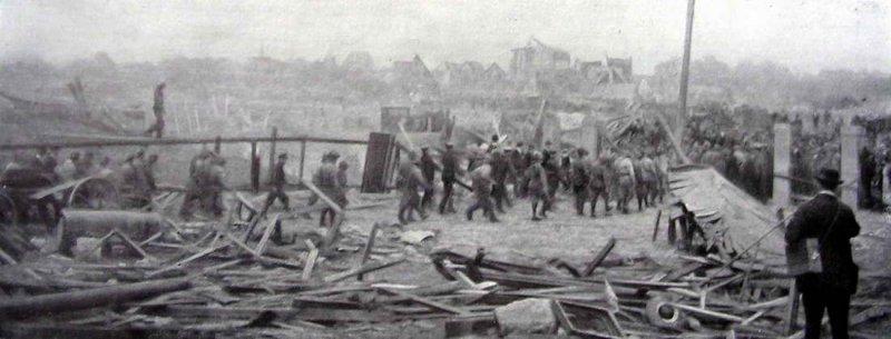 Sauveteurs sur le site de lusine dOppau