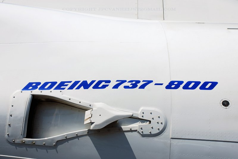 Boeing 737-800 with APU inlet