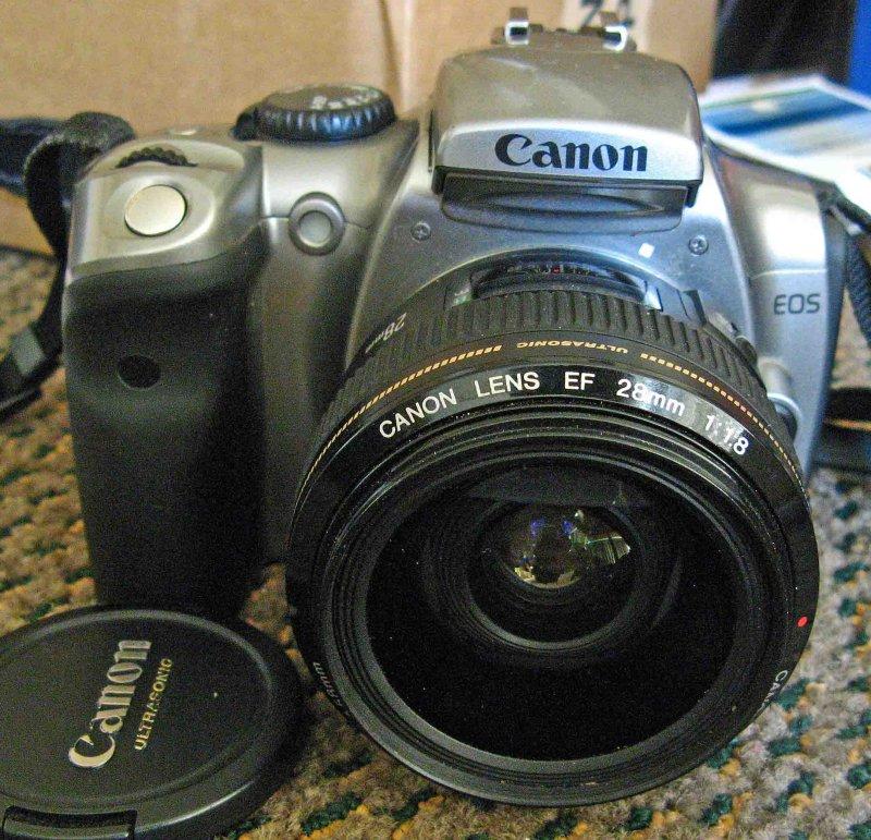 Rebel With 28mm  F 1.8 Lens ( Good Budget  Low Light Lens)