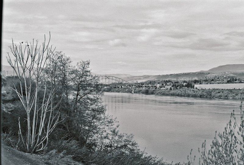 Wenatchee Bridge On A  Bla Day