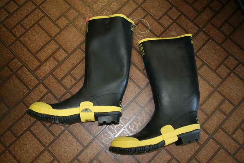 Doesnt calif wish they had enough rain to wear those  !!!