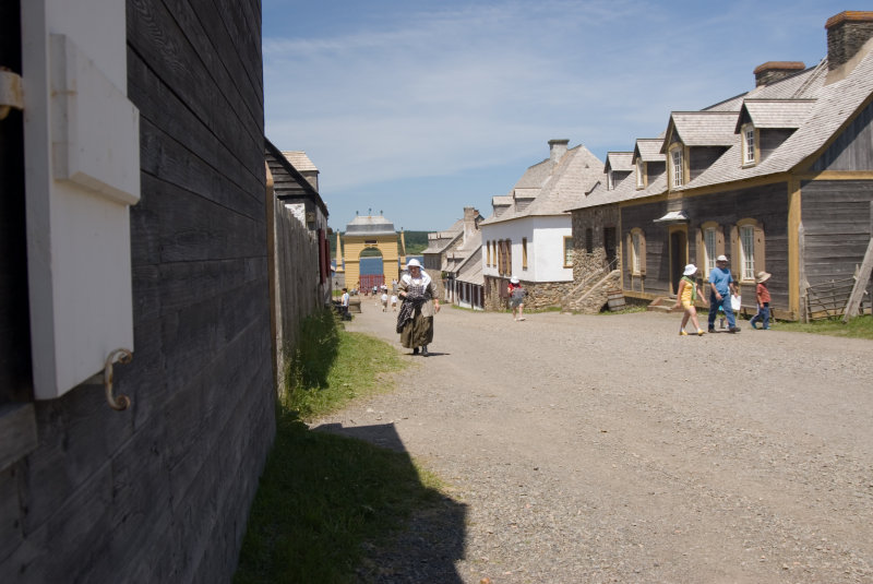 Fortress Louisbourg Main Street.jpg