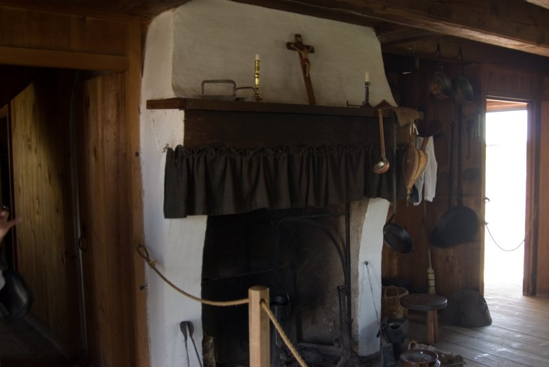 Fortress Louisbourg typical hearth.jpg